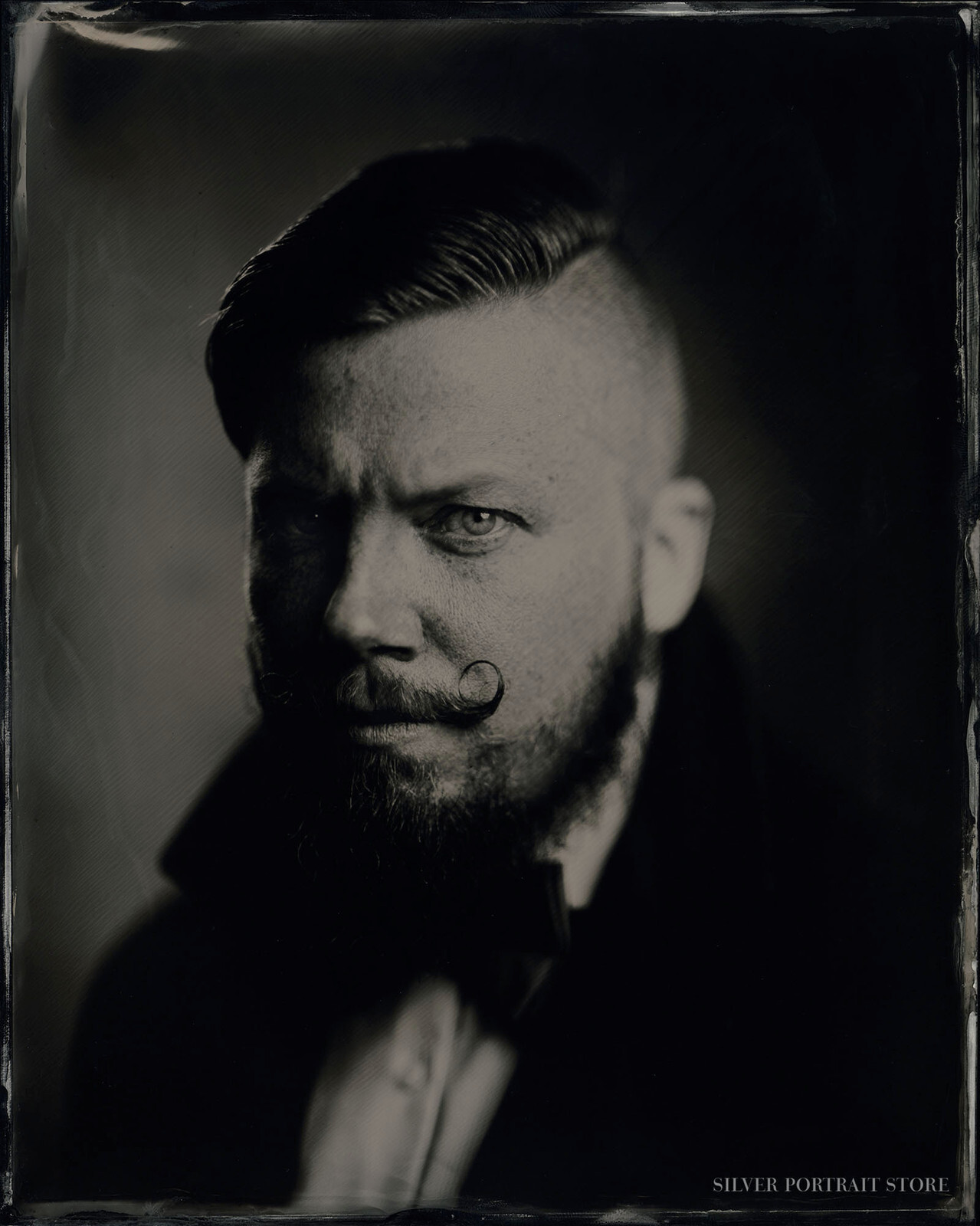 Christian-Silver Portrait Store-Wet plate collodion-Black glass Ambrotype 20 x 25 cm.